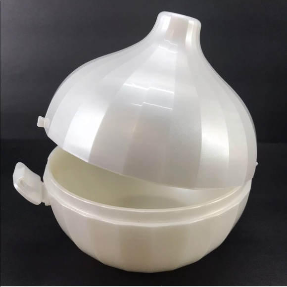 Onion 🧅 keeper by tupperware